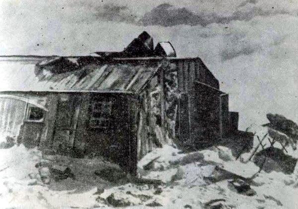 Следы войны. Так выглядела Эльбрусская метеостанция на «Приюте девяти» после вражеского нашествия. 1943 год