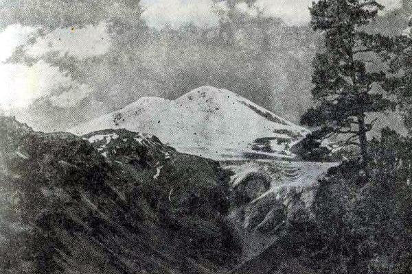 Вид на Эльбрус и Терскольское ущелье