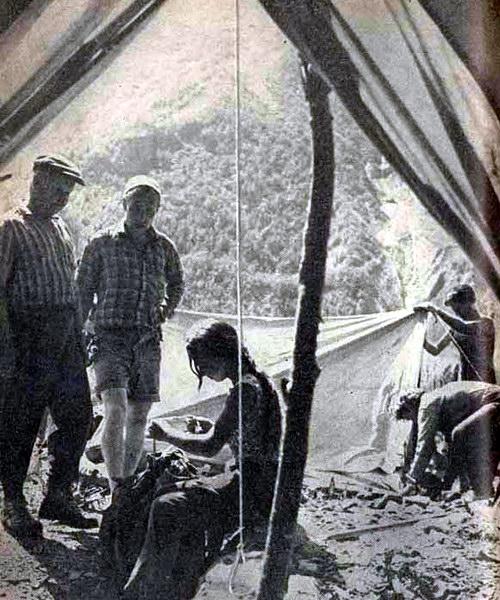 Заслуженный мастер спорта СССР Евгений Белецкий в альпинистском лагере