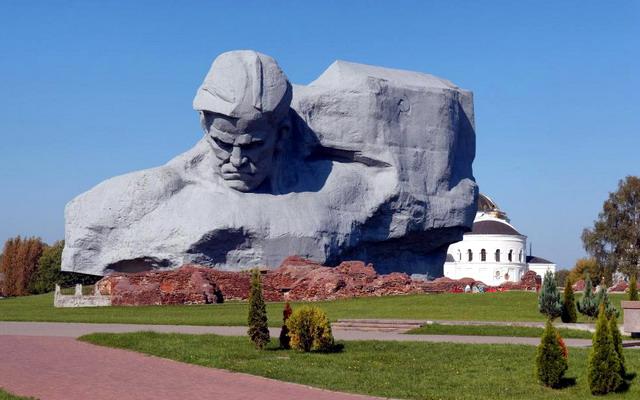 Монумент «Мужество» (Брест)