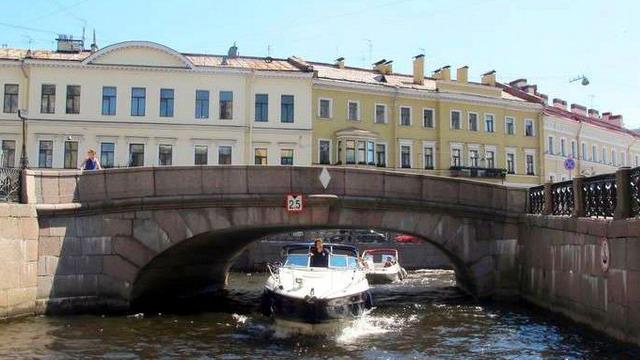 Прогулки на катере по Санкт-Петербургу