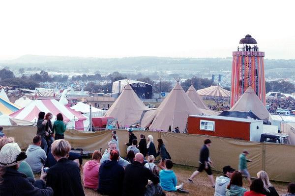 фестиваль современного искусства Glastonbury