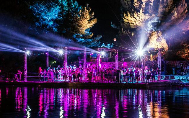 Defected хаус - фестиваль в городе Тисно
