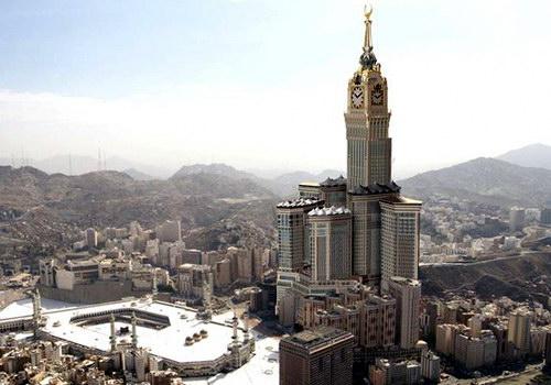 Часовая Королевская башня в Саудовской Аравии