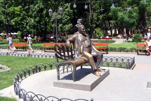 Памятник Утесову на улице Дерибасовской