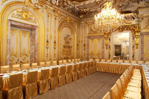 Белый зал в особняке А. Половцова