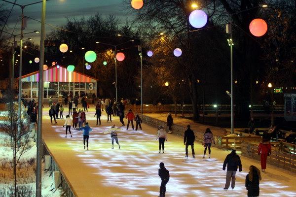 Зимой в Парке Горького не менее весело, чем летом