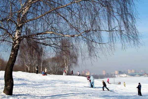 Тушинский парк хорошо подходит для спокойной прогулки