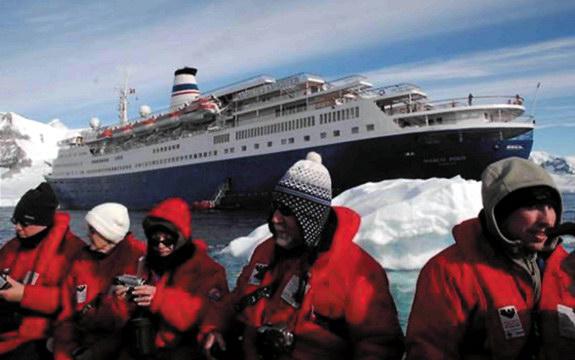 Туристы у берегов Антарктиды