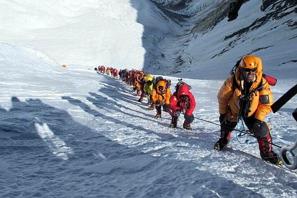 и на Эвересте бывают пробки