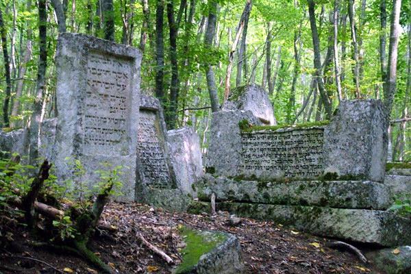 Караимское кладбище «Балта-Тиймез»