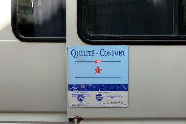 Сертификат качества на двери туристического автобуса