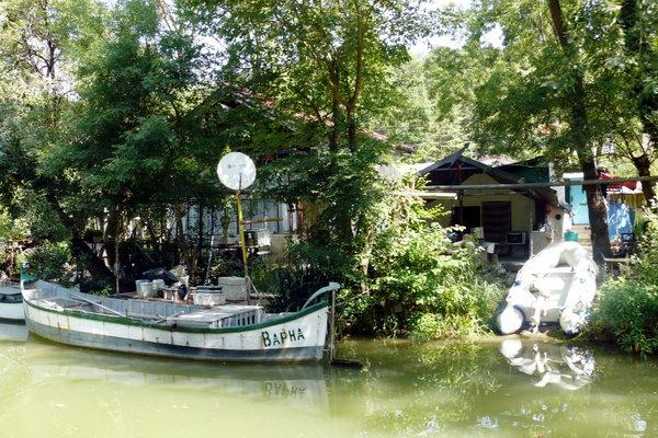 Домики рыбаков в заповеднике Камчия
