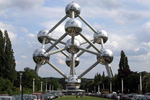 Стальная модель кристалла железа «Атомиум»