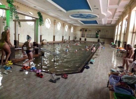 Термальный бассейн в оздоровительном комплексе «Жайворонок»