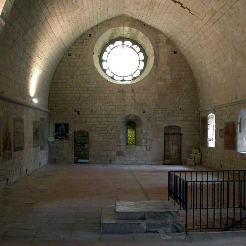 дормиторий - спальня у монахов