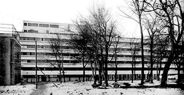 Дом Наркомфина М. Гинзбурга, архитектура которого подчинена идее общественного быта