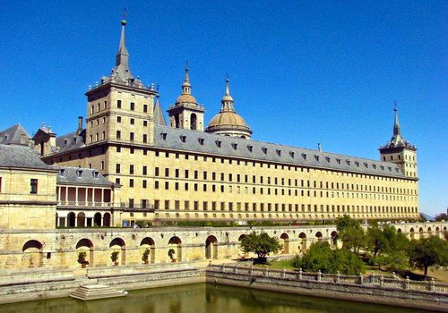http://tourlib.net/statti_tourism/images/el-escorial1.jpg