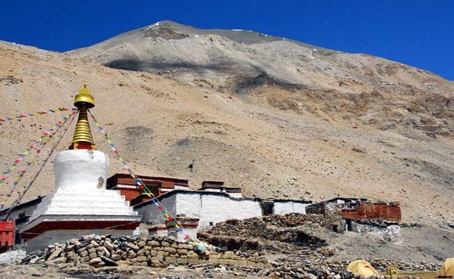 а это храм недалеко от базового лагеря