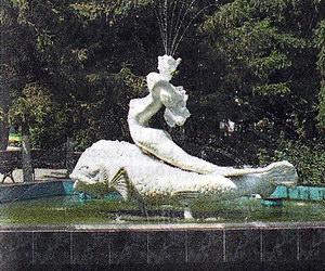 Ильичевск - это настоящее царство фонтанов. Самый известный - фонтан Русалочка