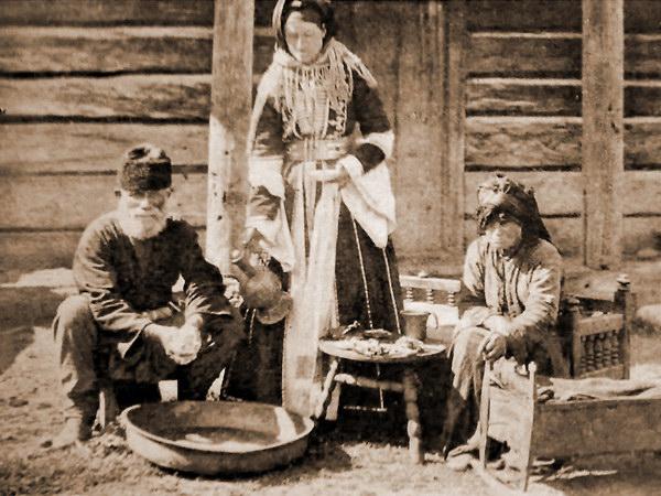Кабардинская семья принимает гостя