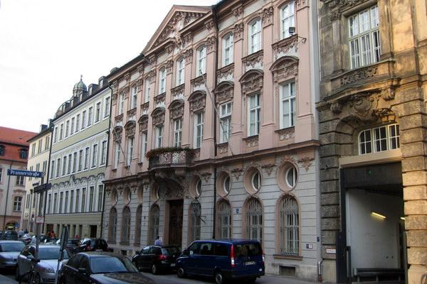 дворец Хольнштайн