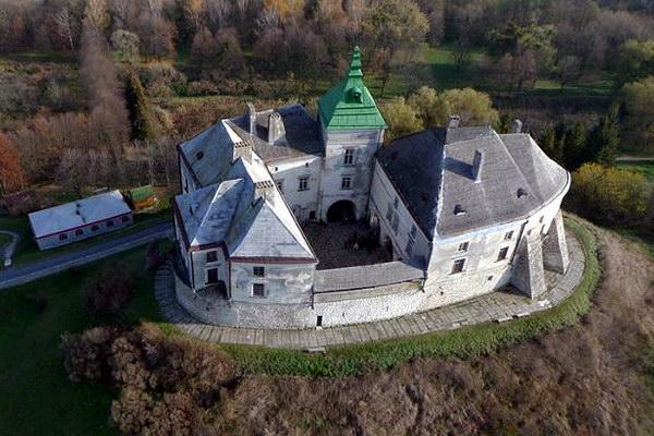 Олесский замок с высоты птичьего полета