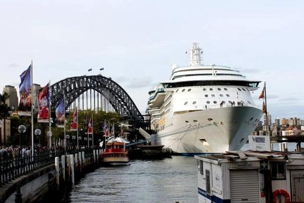 Сиднейская бухта в заливе Порт Джексон