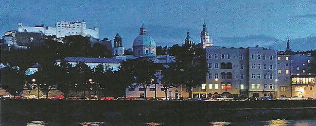 Романтический вид ночного города и набережной реки Зальцех