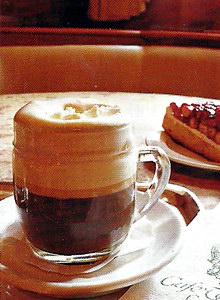 В Зальцбурге отлично варят кофе по-венски!