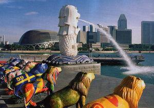 Кажется, что Сингапур наполнен суперсовременными небоскребами, похожими на произведения кубистов, и ярчайшими насыщенными красками, в которые раскрашены джонки. На них запросто можно покататься вокруг острова Сентоза, который сами сингапурцы называют островком спокойствия