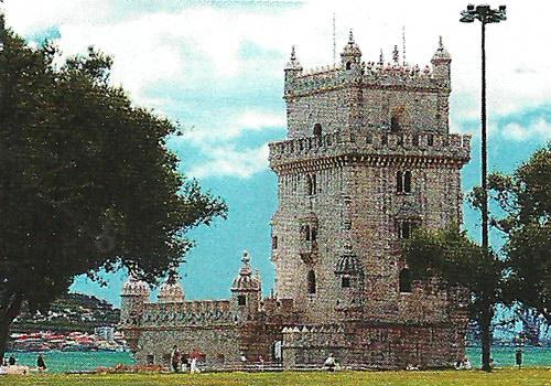 Беленская башня благодаря резьбе кажется кружевной