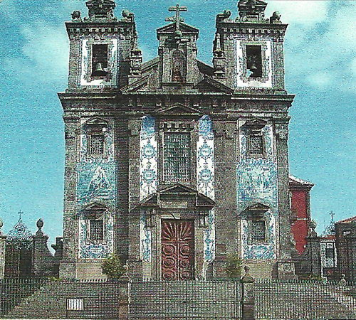Великолепная церковь Сан-Ильдефонсо в Порту - одна из главных достопримечательностей города