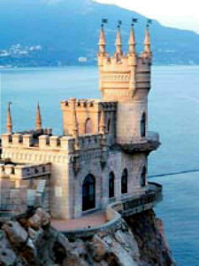 Замок «Ласточкино гнездо» - традиционный символ Крыма