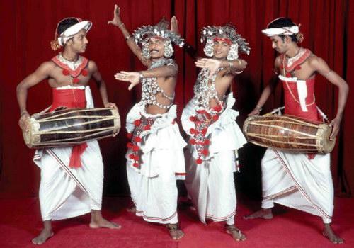 Анимационное шоу с элементами национальных танцев Шри-Ланки