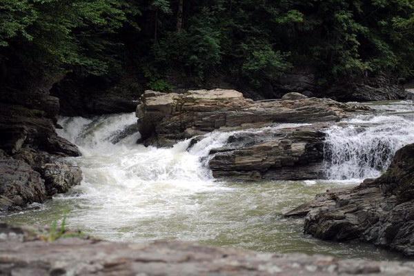 водопад в селе Шешоры