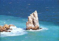 Скеля Парус, а неподалік і Ластівчине Гніздо...