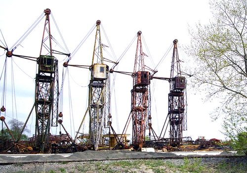 Кладовище будівельних та промислових кранів у Києві
