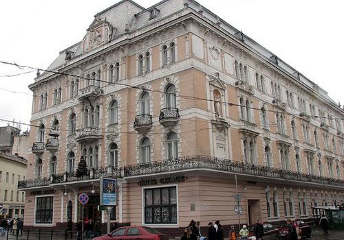 Сучасний вигляд готелю «Жорж» у Львові