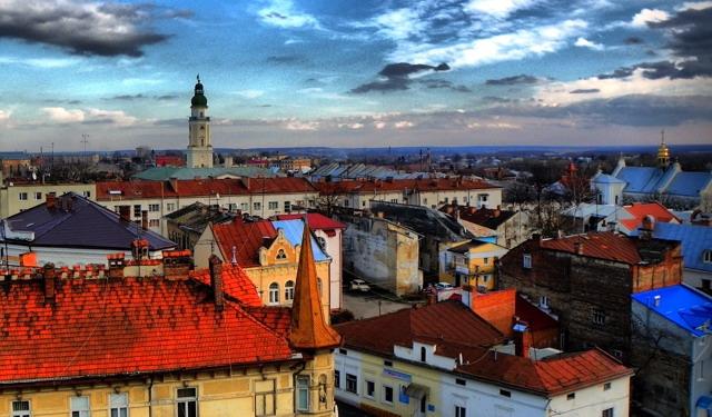 Дрогобич - місто в передгір'ї Карпат, столиця Прикарпаття, центр південно-західного промислового регіону Львівщини