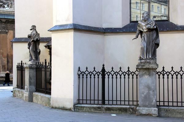 барокові скульптури апостолів