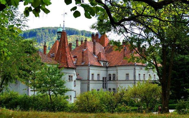 палац Шенборнів на Закарпатті