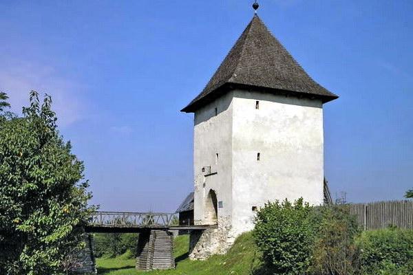 Давньоруська вежа в П'ятничанах