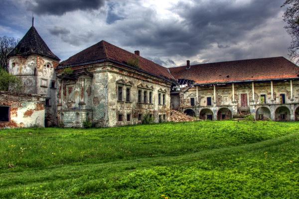 Поморянський замок-палац