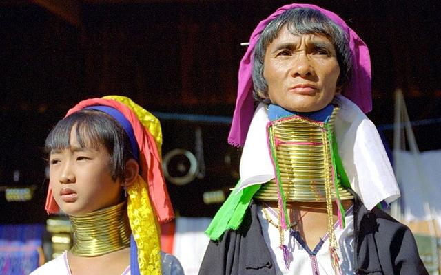жінки племені Падаунг