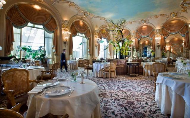 ресторан у готелі Ritz Paris