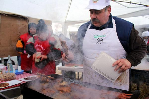 Гастрономічний фестиваль Конкурс різників свиней - гентешів