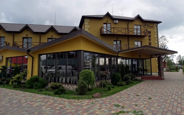 готель на озері Світязь