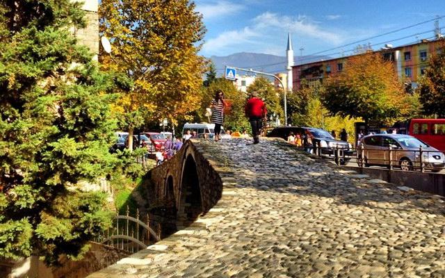 Тирана восени