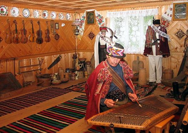 Музей гуцульського побуту, етнографії та музичних інструментів Романа Кумлика